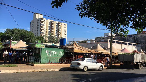 Mercado del EJT de la calle 17 y K en el Vedado. (14ymedio)