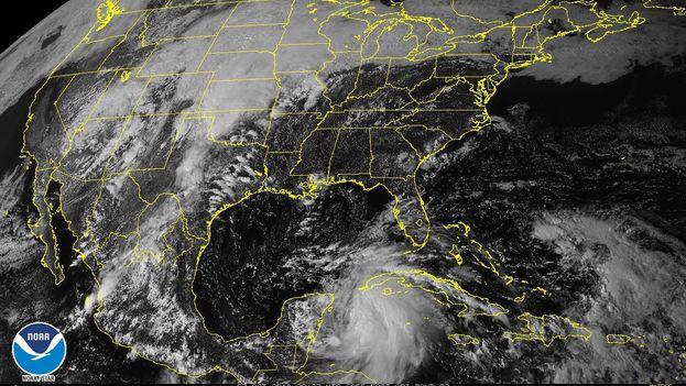 La tormenta tropical Michael, que esta mañana estaba ubicada a unos 140 kilómetros al sur-suroeste del Cabo de San Antonio. (NOAA)
