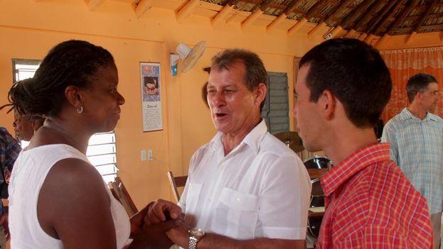 Miembros de la caravana pastores por la Paz intercambian con autoridades en Pinar del Río (archivo).