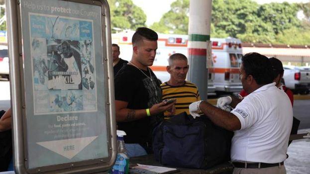 Migrantes cubanos en el paso de la frontera entre México y Estados Unidos (EFE(René Arauxo)