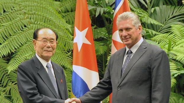 Miguel Díaz-Canel durante su encuentro con Kim Jong-nam, que visita Cuba tras pasar por Venezuela. (Minrex)