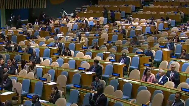 Durante el discurso del gobernante cubano Miguel Díaz-Canel la sala permaneció prácticamente vacía. (Captura de Pantalla)