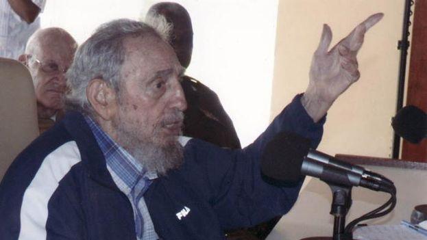 Fidel Castro reaparece en público en julio de 2015 para un encuentro con trabajadores civiles del Ministerio del Interior y las FAR. (Estudio Revolución)