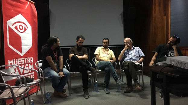 Jóvenes directores presentan sus muestras en la seección 'Moviendo Ideas' de la 16 Muestra Joven del Instituto Cubano del Arte e Industria Cinematográficos (ICAIC), en La Habana. (14ymedio)