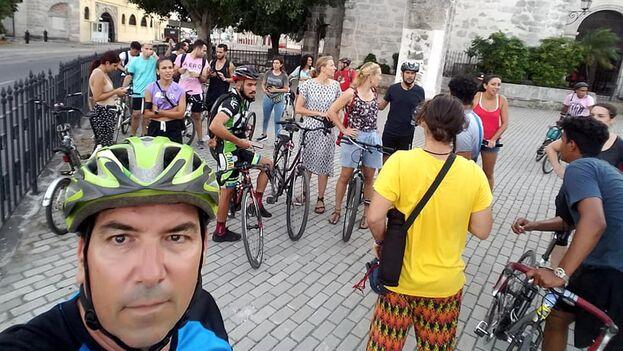 """Con el lema """"Muévete en bicicleta por el clima"""" el proyecto 'Bicicletear La Habana' se sumó a la iniciativa global #FridaysForFuture. (Facebook/Masa Crítica)"""
