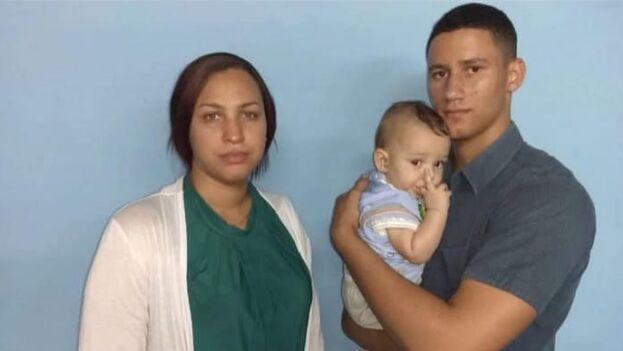 La doctora Nelva Ortega, esposa de José Daniel y el hijo del opositor con su hermana más pequeña. (Facebook/Nelva Ortega)