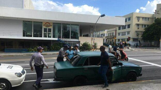 Óscar Casanella fue detenido este domingo, junto a cinco activistas, por una acción dirigida a apoyar a Del Sol. (Michel Matos)
