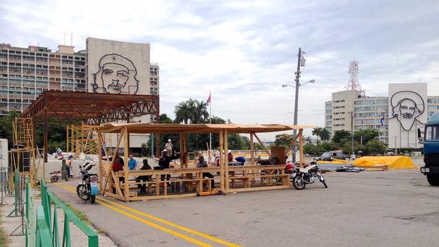Obras en la Plaza de la Revolución, donde el papa Francisco celebrará su primera misa en Cuba, el domingo 20 de septiembre. (14ymedio/ Luz Escobar)