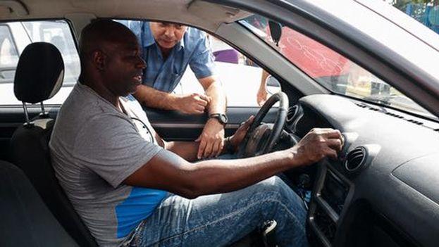 Pedro Luis Laso fue uno de los atletas que recibieron un auto chino como premio a sus esfuerzos deportivos. (Cortesía Twitter)