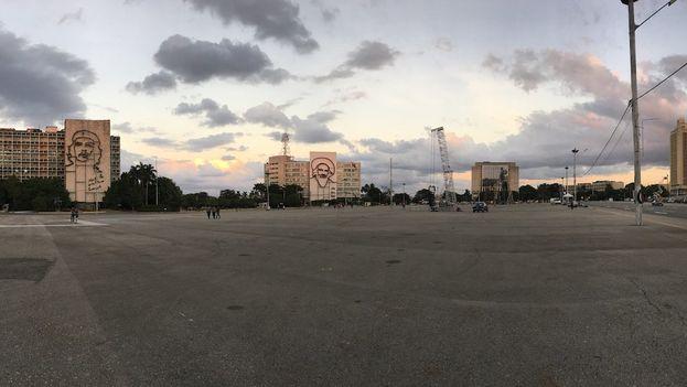 La Plaza de la Revolución se preparaba este domingo para los actos de homenaje que comenzarán la mañana de este lunes. (14ymedio)