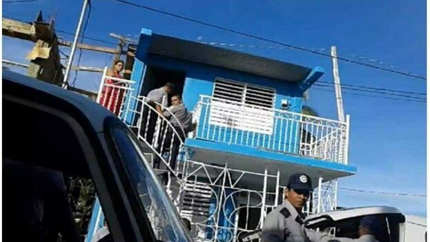 La Policía durante un asalto a la sede de Unpacu. (Archivo Unpacu)