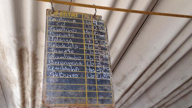 Precios en el mercado del EJT de la calle Tulipán. (14ymedio)