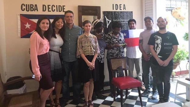 Unas doce personas pudieron asistir a la entrega del Premio Payá, entre quienes se encontraban diplomáticos de la Embajada de Estados Unidos en La Habana y también de la República Checa. (Facebook)