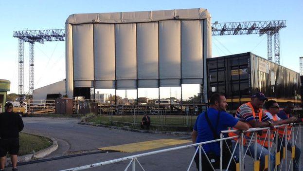 Preparativos del escenario para el concierto de Los Rolling Stones en la Ciudad Deportiva de La Habana. (14ymedio)