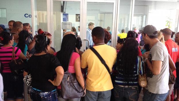 """Una empleada de la empresa explicó que """"no hay más pasajes a Ecuador hasta abril"""". (Luz Escobar)"""