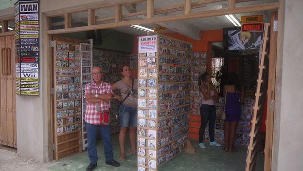Puesto de venta de audiovisuales en CD y DVD en la ciudad de Camagüey. (14ymedio)