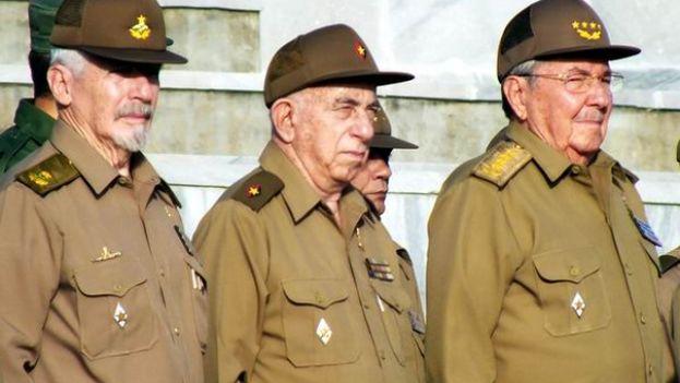 Ramiro Valdés, José R. Machado Ventura y Raúl Castro. (Cubaenvivo.net)
