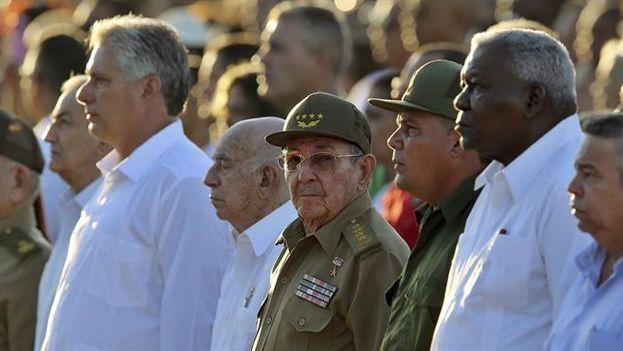 Raúl Castro ocupó un segundo plano respecto a su delfín, el vicepresidente Díaz-Canel, que llevó el peso del acto. (EFE/Alejandro Ernesto)