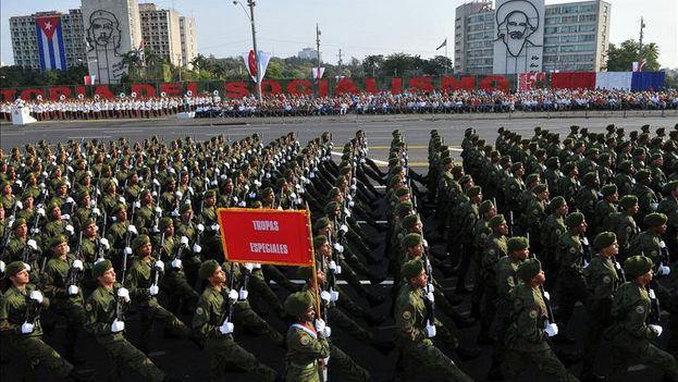 Raúl Castro presidirá este enero su primer desfile sin la sombra de su hermano. (EFE/Archivo)