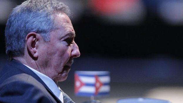 Raúl Castro deja en herencia a su sucesor algunos de los cambios prometidos que nunca llegó a realizar, entre ellos la reforma consitucional y la de la ley electoral. (EFE)