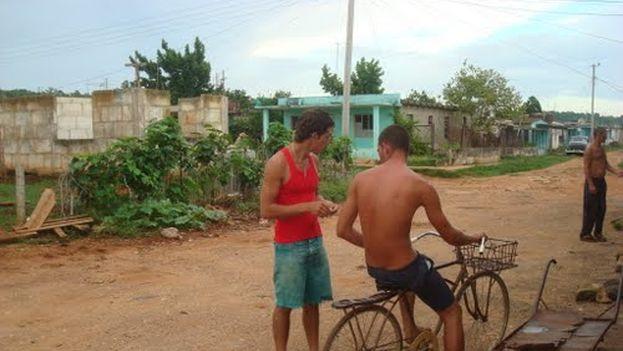 Residentes en el poblado San Antonio de Cabezas, en Matanzas. (Internet)