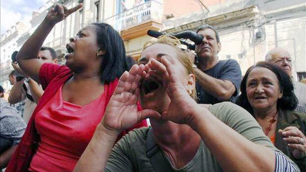 Un Grupo de Respuesta Rápida protagoniza un acto de repudio a las Damas de Blanco. (Cubasindical)