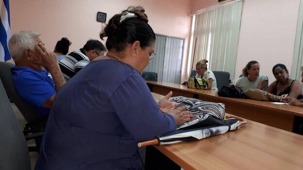 Reunión de Omara Ruiz Urquiola con las autoridades del ISDi. (Cortesía O. R. U.)