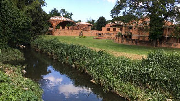 El Río Quibú a su paso por las Escuelas Nacionales de Arte. (14ymedio)
