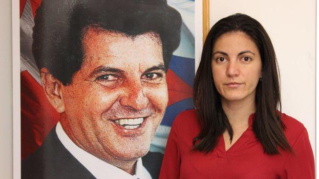 Rosa María Payá junto a un cuadro de su padre, Oswaldo Payá. (14ymedio)