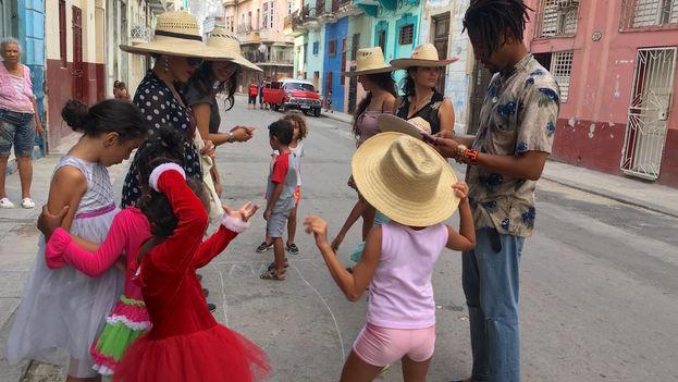 Samba, cha cha cha, rumba, algo de la Nueva Trova, boleros y hasta un merengue son los géneros musicales que se escuchan durante la iniciativa. (14ymedio)