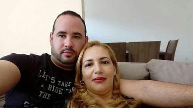El médico cubano Yanier Samón De Hombre y su esposa Josileny Samón en Brasil. (Facebook)