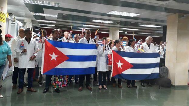 La gran mayoría de los sanitarios de este primer grupo se quedó en Santiago de Cuba, siguiendo el viaje a La Habana 58 trabajadores. (@APPP_StgoDeCuba)