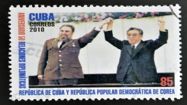 Sello emitido en la Isla en el que aparece el exmandatario Fidel Castro y que conmemora las relaciones entre Cuba y Corea del Norte. (123rf.com)