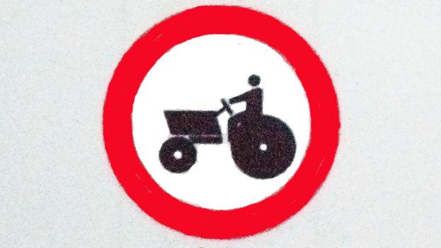 Señal de circulación prohibida para los vehículos agrícolas