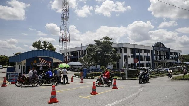 Vista del exterior de la comisaría del distrito de Sepang, donde permanecen bajo custodia los dos sospechosos de la muerte de Kim Jong-nam, en Kuala Lumpur, Malasia. (EFE)