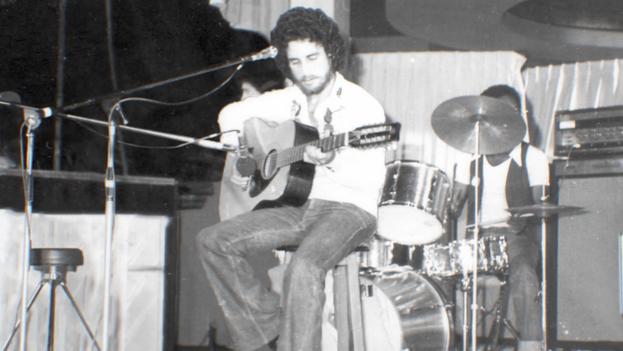 Silvio Rodríguez participó en el mitin de repudio que se perpetró contra el también trovador Mike Porcel en los convulsos días del éxodo del Mariel en 1980. (Captura)