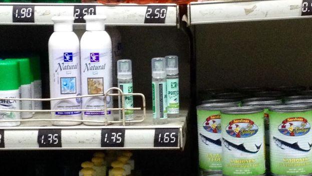 Solo en el céntrico mercado de Carlos III se localizó un frasco con menos de 100 mililitros de repelente por un precio de 1,65 pesos convertibles, el equivalente al salario de dos días. (14ymedio)