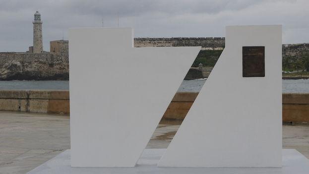 Tarja conmemorativa de la declaración de La Habana como una de las siete nuevas ciudades maravilla del mundo. (14ymedio)
