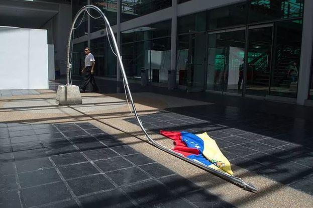 'Tener la culpa', obra del artista cubano Jesús Hernández-Güero. (Cortesía)