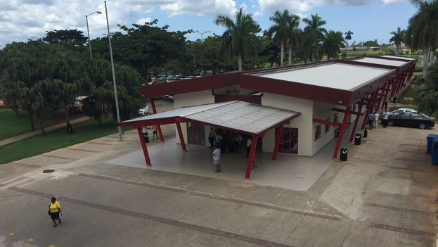 El nuevo boulevard de la Terminal 3 del Aeropuerto Internacional José Martí tardó tres años en construirse. (14ymedio)