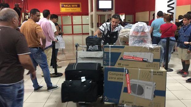 El equipaje debe ser reducido a una maleta y un bulto de mano para evitar aglomeraciones. (14ymedio)