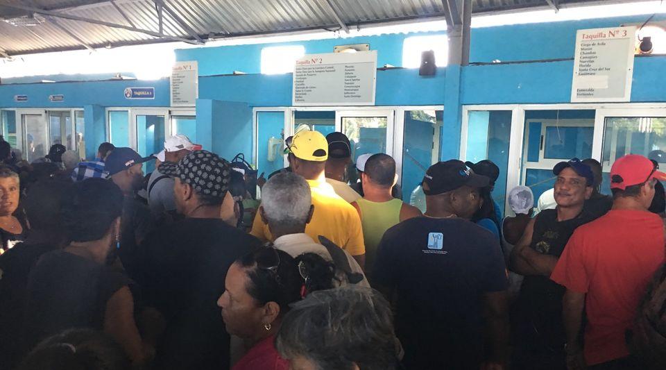 Las terminales de ltima hora colapsadas por cientos de for Hipotecas suelo ultima hora