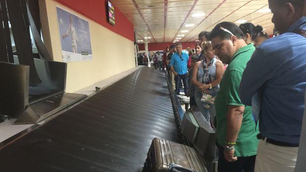 Terminal 3 del aeropuerto José Martí durante la llegada de un vuelo procedente de Panamá. (14ymedio)