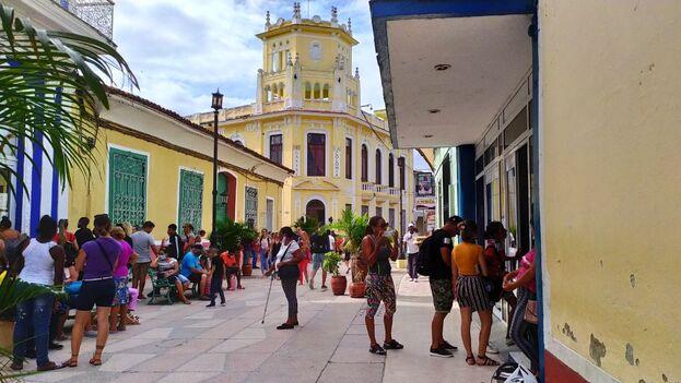 La tienda La Colonia, en el Boulevard de Sancti Spíritus, fue una antigua discoteca reconvertida en comercio. (14ymedio)