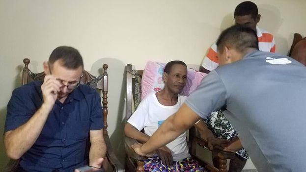Tomás Núñez Magdariaga tras ser liberado y poner fin a su huelga de hambre de dos meses. (Unpacu)