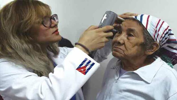Seis de nueve oftalmólogos cubanos suspenden reválida en Uruguay