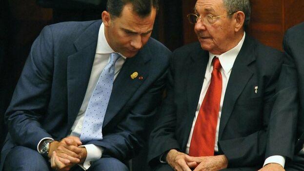 Felipe VI y Letizia mantendrán un encuentro con Miguel Díaz-Canel pero no se ha informado si verán a Raúl Castro. (EFE)