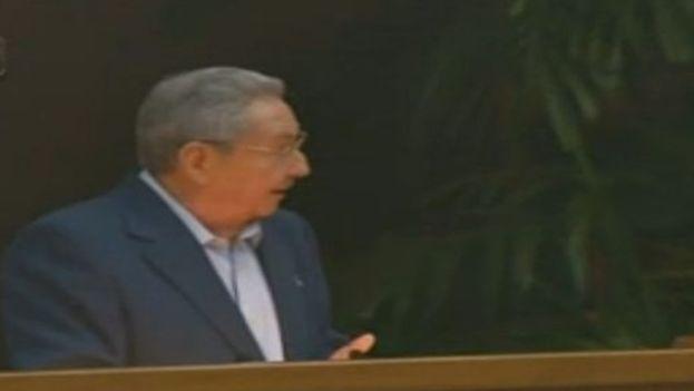 Raúl Castro durante la lectura del informe central al VII Congreso del Partido Comunista. (Internet)
