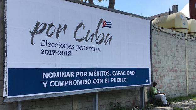 Valla anunciando las elecciones de 2017-2018. (14ymedio)