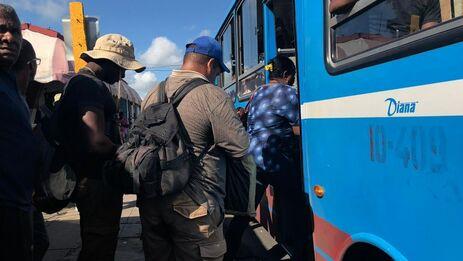 Varios municipios artemiseños han quedado prácticamente incomunicados por los recortes en el transporte. (14ymedio)